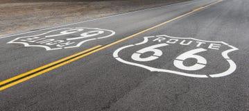 Route 66 : Boucliers de Route 66, Amboy, CA photos libres de droits