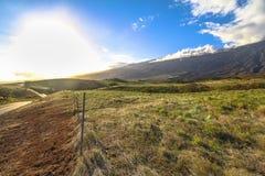 Route côtière isolée, coucher du soleil sur l'île de Maui, Hawaï images libres de droits