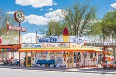Route 66 : Chapeau de la neige de Delgadillo, Seligman, AZ images stock