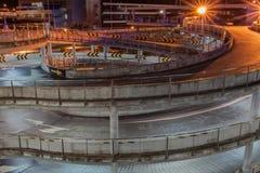 Route circulaire dans le bâtiment de stationnement Photos libres de droits
