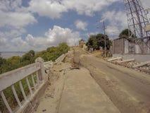 Route criquée après le tremblement de terre en Equateur Photos stock