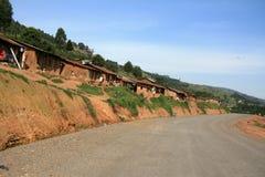 Route d'enroulement aboutissant par l'Ouganda photographie stock libre de droits