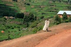 Route d'enroulement aboutissant par l'Ouganda photos libres de droits