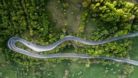 Route d'enroulement de passage de haute montagne traversant Image libre de droits