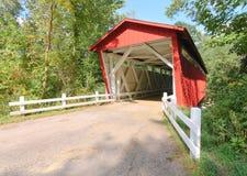 Route d'Everitt, passerelle couverte rouge Image libre de droits