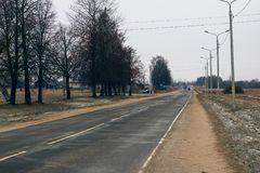 Route d'hiver dans le village Photographie stock