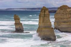 Route d'océan d'Australie de douze apôtres grands et océans et falaise de mer d'environs photo stock
