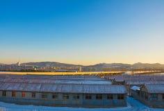 Route d'or passant un village Photographie stock libre de droits