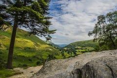 Route dans la montagne avec la roche Images libres de droits