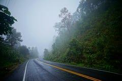 Route dans la saison rainny images stock