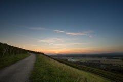 Route dans le coucher du soleil Images stock