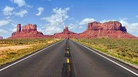 Route dans le désert de l'Arizona images libres de droits