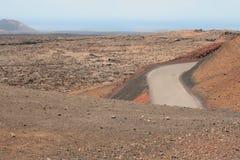 Route dans le désert en pierre photos stock