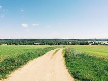 Route dans le domaine Photos stock