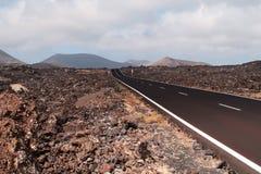 Route dans le paysage volcanique. Photographie stock