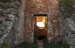 Route dans le vieux château Carrefours à allumer ou obscurité photos libres de droits