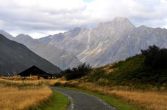 Route dans les Alpes du sud, Nouvelle-Zélande Image stock