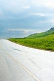 Route dans les collines Photos stock