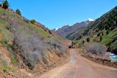 Route dans les montagnes Photos stock