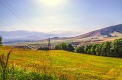 Route dans les montagnes menant à la ville industrielle d'Allaverdi en Arménie Photographie stock libre de droits