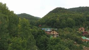 Route dans les montagnes, vue aérienne clips vidéos