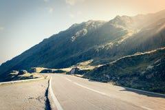 Route dans les muntains - route de Transfagarasan Image stock