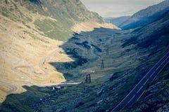 Route dans les muntains - route de Transfagarasan Photographie stock