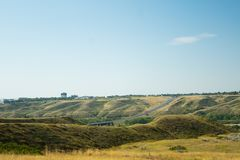 Route dans Lethbridge, Alberta par le milieu de la ville photo stock