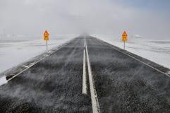 Route dans une tempête de neige de neige, Islande Images stock