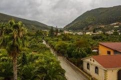 Route dans une vallée sur l'île de Zakynthos photo stock