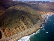 Route de Côte Pacifique d'en haut, de l'air, du ciel Photos stock