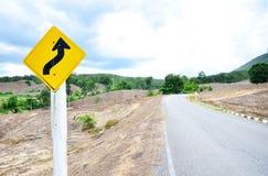 Route de campagne avec le signe Images stock