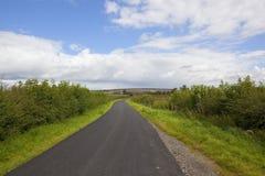 Route de campagne de hautes plaines de Yorkshire photos libres de droits