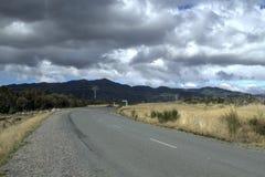 Route de campagne du Nouvelle-Zélande images stock