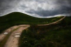 Route de campagne isolée foncée photo stock