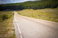 Route de campagne par des côtes Images libres de droits
