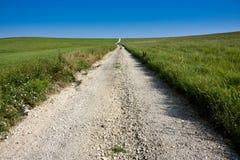 Route de campagne rurale du Mid-West dans la conserve de prairie du Kansas Tallgrass Photographie stock libre de droits