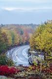 Route de campeur en parc national d'Acadia en automne images stock