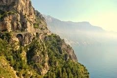 Route de Cliffside dans la côte d'Amalfi Photographie stock libre de droits