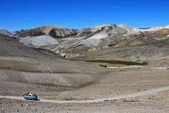 Route de croisière de Van dans les montagnes andines Image libre de droits