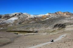 Route de croisière de Van dans les montagnes andines Image stock