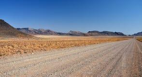 Route de désert par les montagnes Images stock