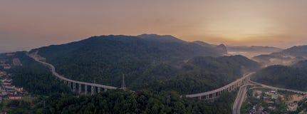 Route de déviation de déviation de Rawang au ` de Rawang Selangor de ` pendant le lever de soleil images libres de droits