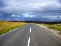 Route de fichiers-x dans North Yorkshire, Angleterre image libre de droits
