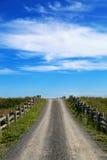 Route de gravier au ciel Photos libres de droits