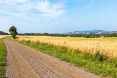 Route de gravier dans la campagne photographie stock