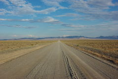 Route de gravier dans la région sauvage Image stock