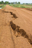 Route de gravier dans le fractionnement rural à part. Photos stock