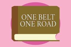 Route de la ceinture une des textes un d'écriture de Word Concept d'affaires pour des itinéraires d'industrie du bâtiment entre l photos libres de droits