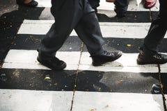 Route de marche d'école de croisement d'étudiants photographie stock